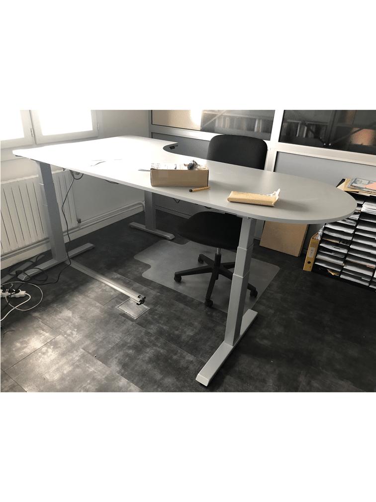 Réalisation de bureaux sur mesure (réglage électrique de la hauteur)